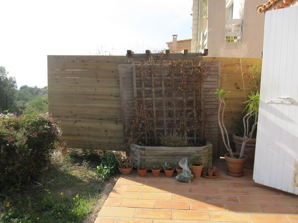 南仏プロヴァンス 隣家との垣根