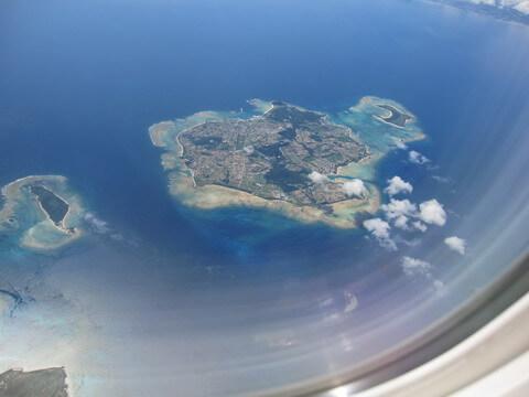 空から見た伊是名島