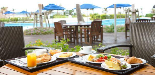 シャングリラ 朝食 プールサイド