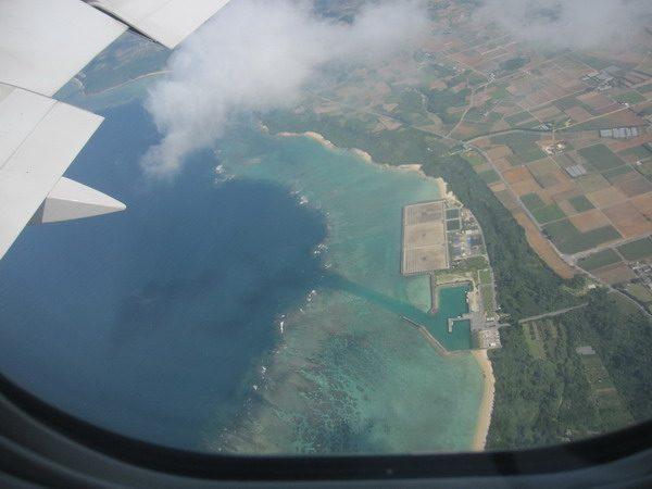 機内から見えた平良港