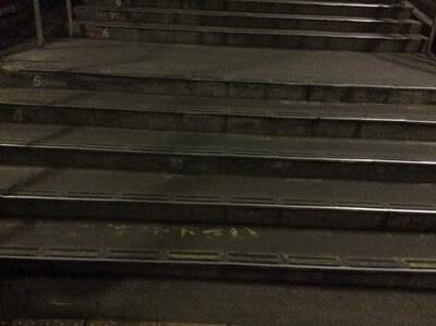 土合駅 階段の段差