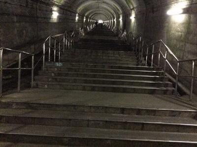 土合駅 階段の様子